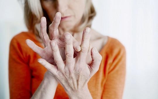 痛风反复发作怎么办?降尿酸的简单方法有哪些?